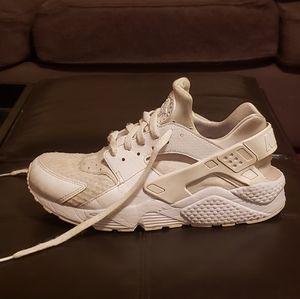 Nike Hurachi's